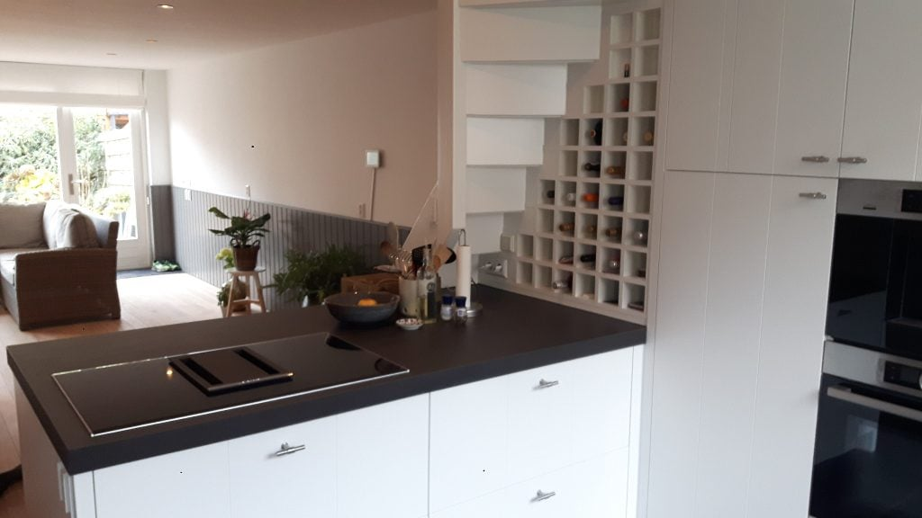 Keuken Met Trap : Woonkamer keuken met trap naar slaapkamer en badkamer picture of